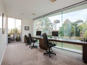 37 Elizabeth office