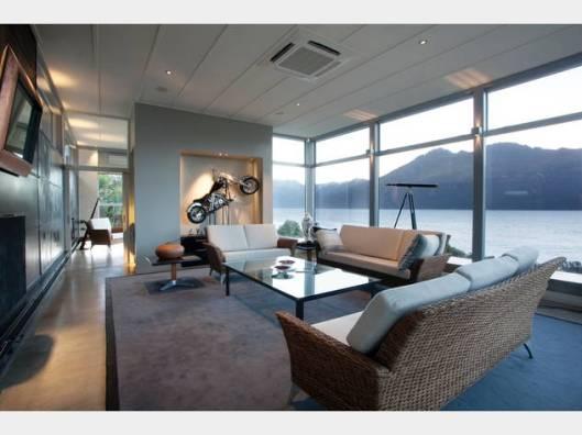 25 Drift Bay lounge